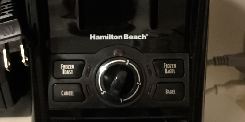 Detailed review of Hamilton Beach 22121 Cool Touch Toaster