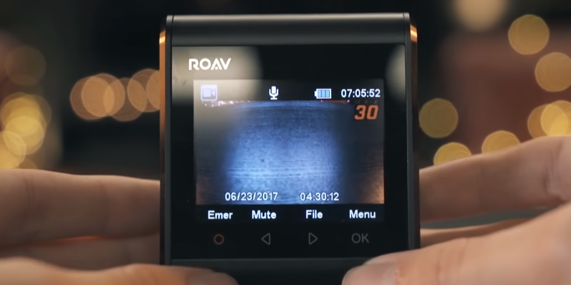 Roav AK-R2120112 Dash Cam C1 Pro in the use