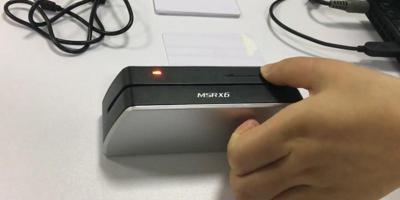 Deftun MSRX6 Smallest USB Magnetic Credit Card Reader in the use