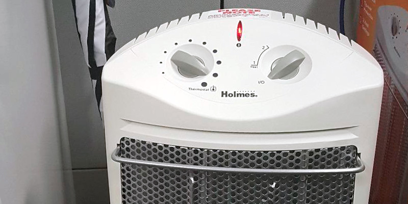 Holmes HQH307-NU Quartz Tower in the use