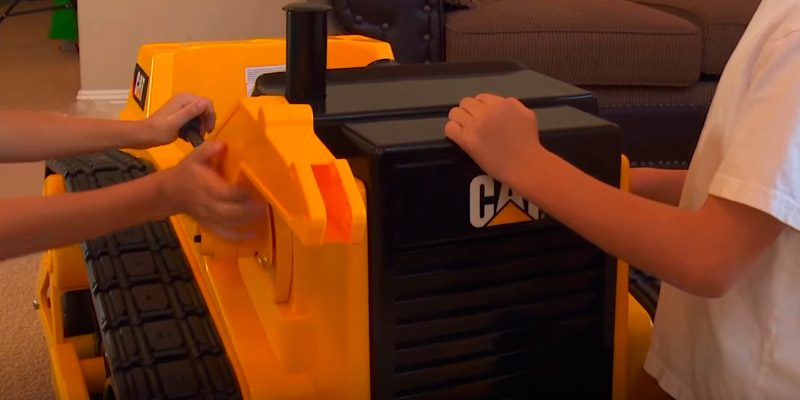 Kid Trax Cat KT1136 Ride On Bulldozer application