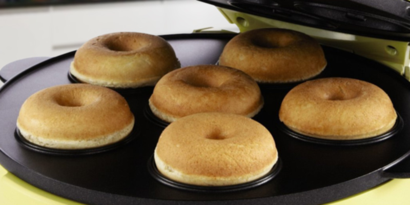 Sunbeam 2in1 Multi Plate Mini Donut in the use