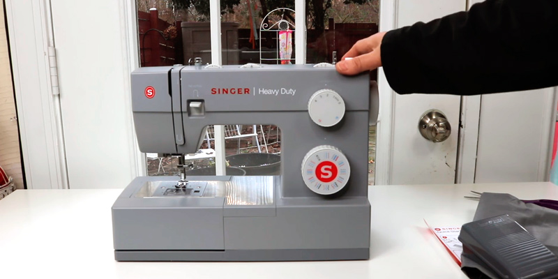 Review of SINGER Heavy Duty 4432 Sewing Machine with 32 Built-In Stitches