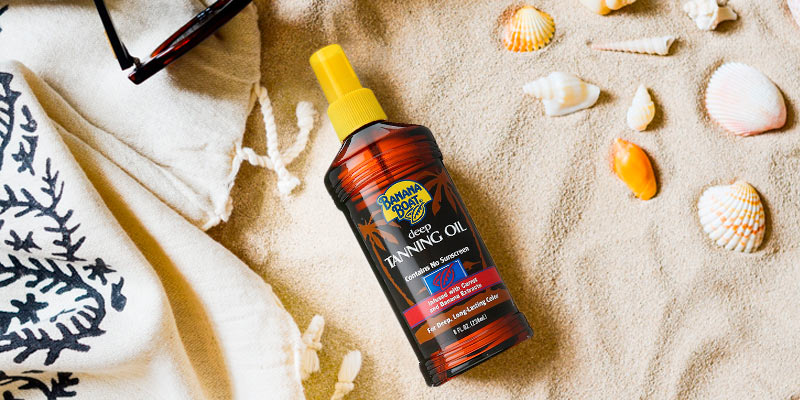 Banana Boat Deep Tanning Oil Spray in the use