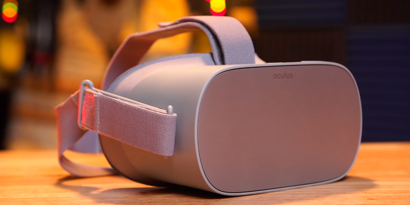 Oculus Go Standalone Virtual Reality Headset in the use