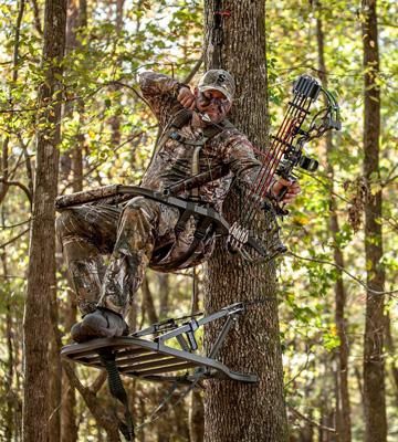 Review of Summit Treestands Viper SD Climbing Treestand
