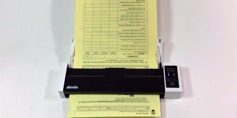 Doxie DX300 wireless rechargeable document scanner in the use