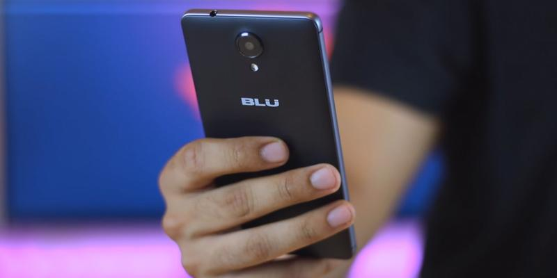 BLU R1 HD Unlocked Phone in the use