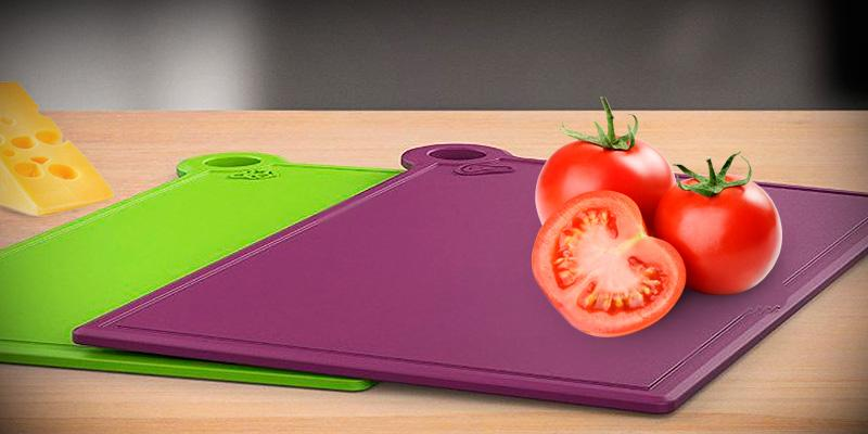 VREMI 5-in-1 Plastic Cutting Board Set in the use