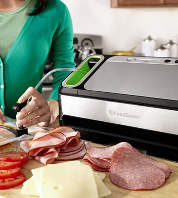 Review of FoodSaver V4840 2-in-1 Vacuum Sealing System