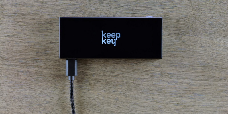 KeepKey K1-14AM The Simple Cryptocurrency Hardware Wallet in the use