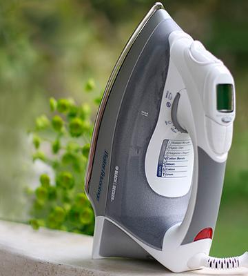 Review of BLACK+DECKER D2030 Digital Advantage Professional Steam Iron