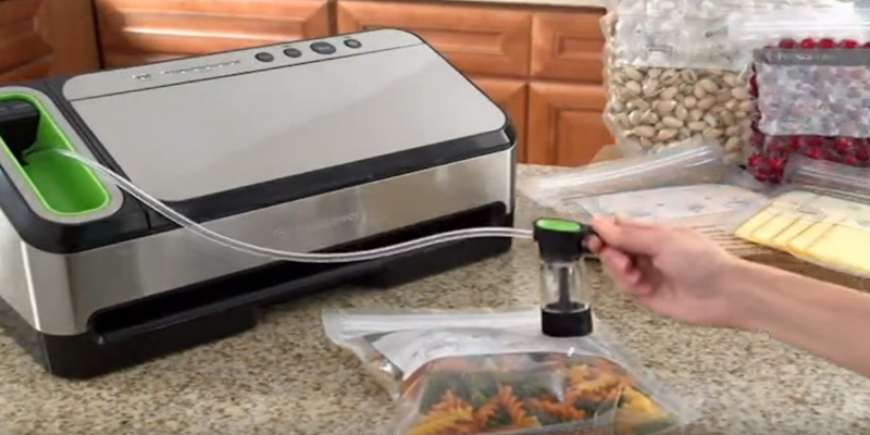 FoodSaver V4840 2-in-1 Vacuum Sealing System in the use