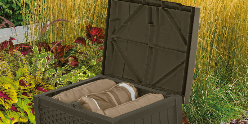 Suncast SSW1200 Resin Wicker Storage Seat in the use