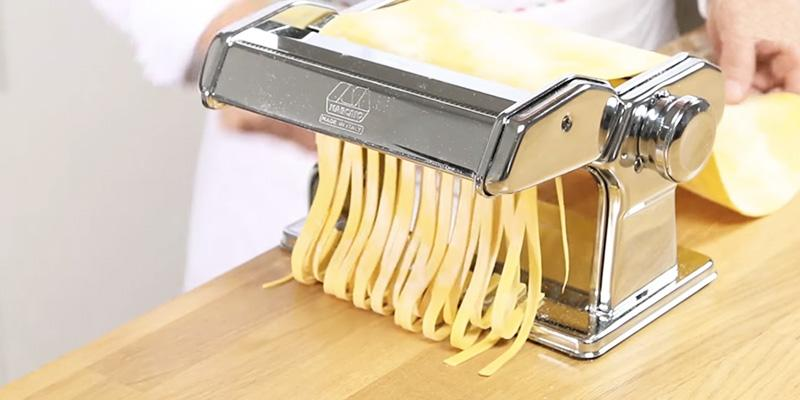 Marcato Atlas 150 Pasta Machine in the use