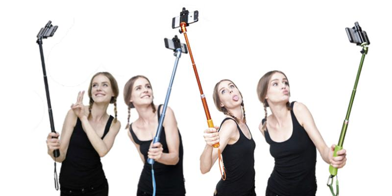 Kiwii Minisuit Selfie Stick with Remote Shutter in the use