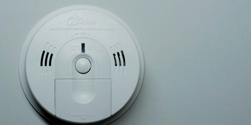 Kidde (KN-COSM-BA) Battery Operated Smoke Detector with Voice Warning in the use