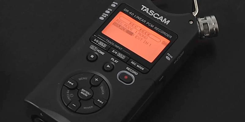 Tascam DR-40 4-Track Portable in the use