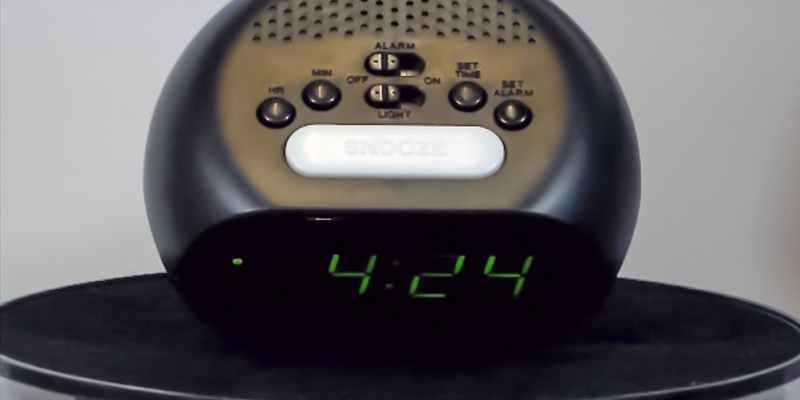 RCA RCD20 Digital Alarm Clock with Night Light in the use