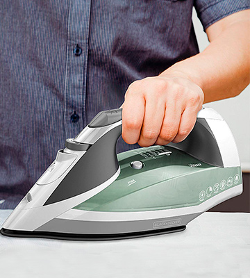 Review of Black & Decker ICR2020 Vitessa Advanced Steam Iron with Retractable Cord