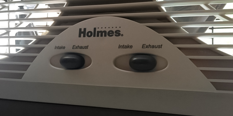 Review of Holmes HAWF2043 Dual Blade Window fan with One Touch Thermostat