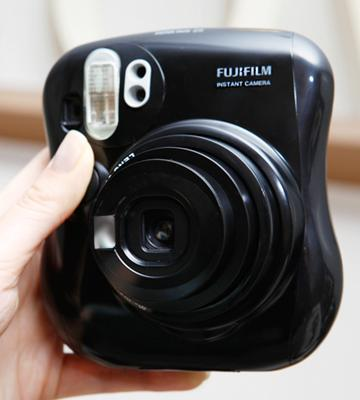 Review of Fujifilm Instax Mini 25 Instant Film Camera