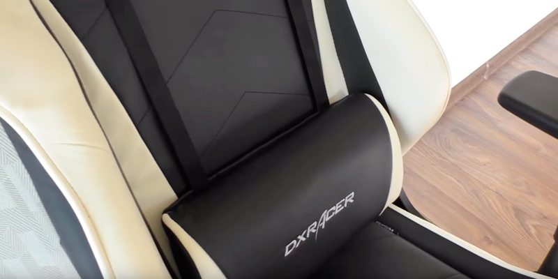 DXRacer DOH/RE0/NB Gaming Chair in the use