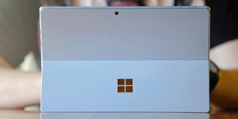 Microsoft Surface Pro 5 (Intel Core i5, 4GB RAM, 128GB) in the use
