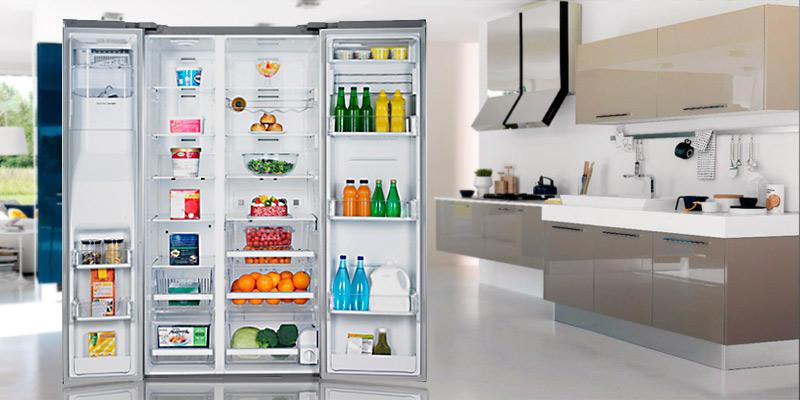 Samsung 29.6 Cu. Ft. RSG309AARS Side-By-Side Refrigerator in the use
