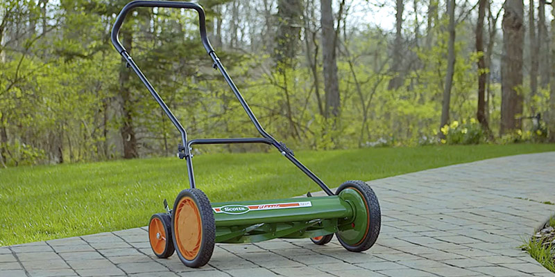 Scotts 2000-20 Classic Push Reel Lawn Mower in the use