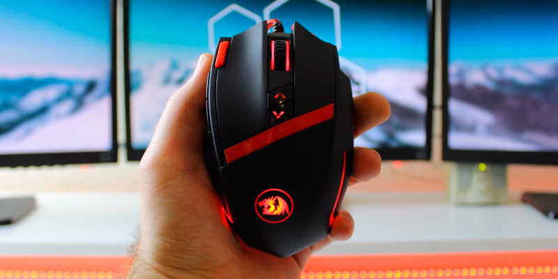 Redragon M801 Mammoth Gaming Mouse in the use