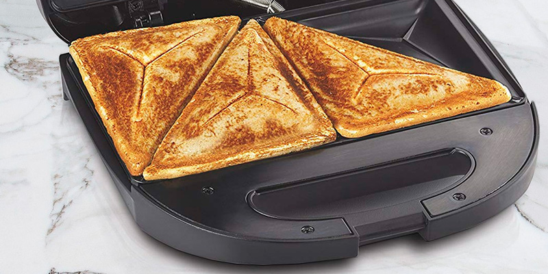 Hamilton Beach 25430 Sandwich Toaster in the use