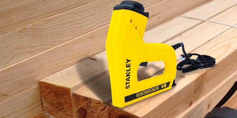 Stanley TRE550Z Electric Staple/Brad Nail Gun in the use