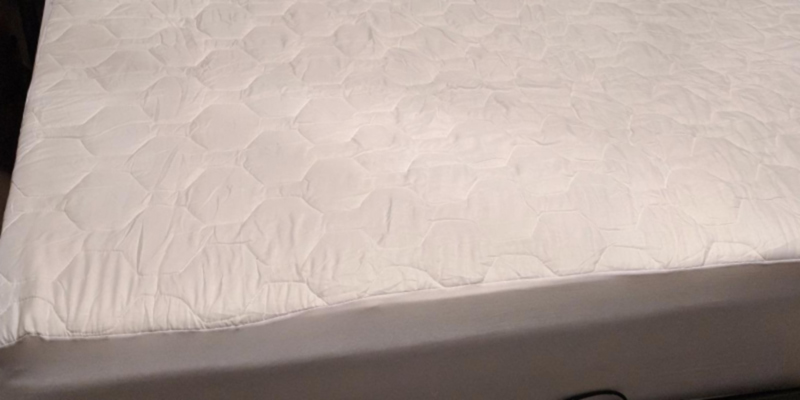 Review of The Grand SYNCHKG018747 Fitted Quilted Mattress Pad