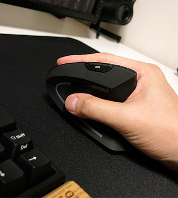 Review of Adesso iMouse E10 Vertical Ergonomic Wireless Mouse
