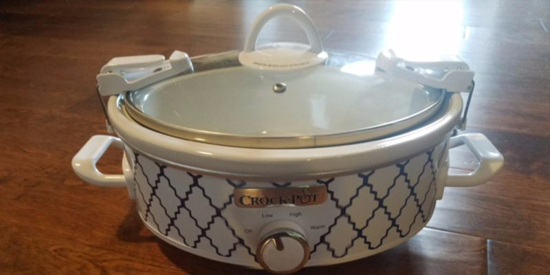 Crock-Pot SCCPCCM250-BT 2.5-Quart Mini Casserole Crock Slow Cooker in the use