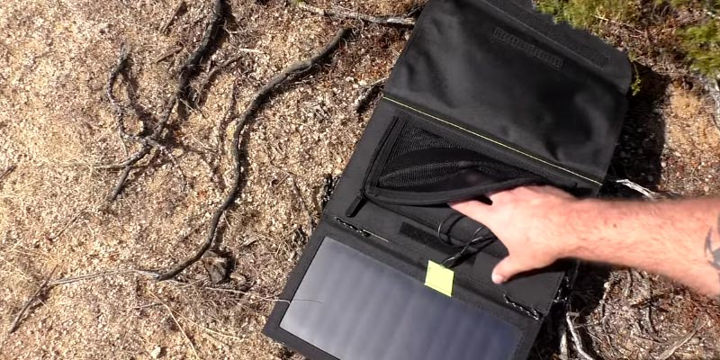 X-DRAGON Portable Foldable Solar Charger in the use