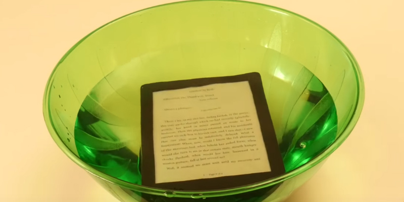 Detailed review of Rakuten Kobo Aura H2O E-Reader