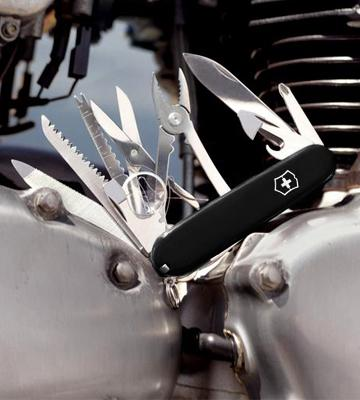 Review of Victorinox SwissChamp Swiss Army Knife