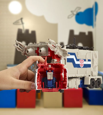 Review of Optimus Prime Generations Leader Powermaster Transformer