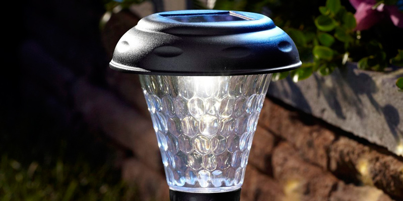 Moonrays 91381 Weatherproof Solar LED in the use