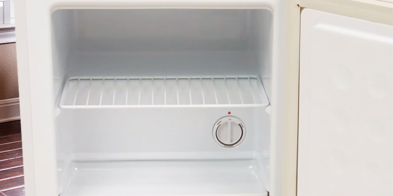 Detailed review of EdgeStar CMF151L-1 with Lock, 1.1 Cu. Ft., Upright Freezer