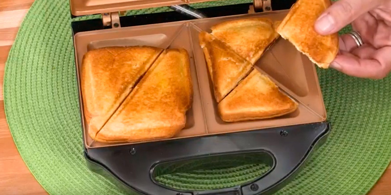 Gotham Steel 2108 Sandwich Toaster in the use