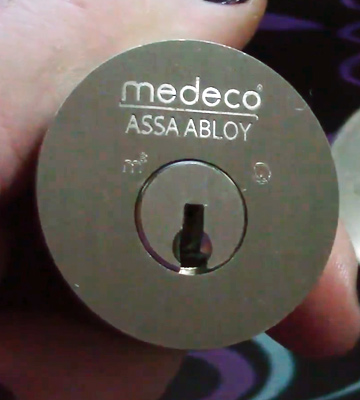 Review of Medeco 11R503-19-1 Single Cylinder Deadbolt