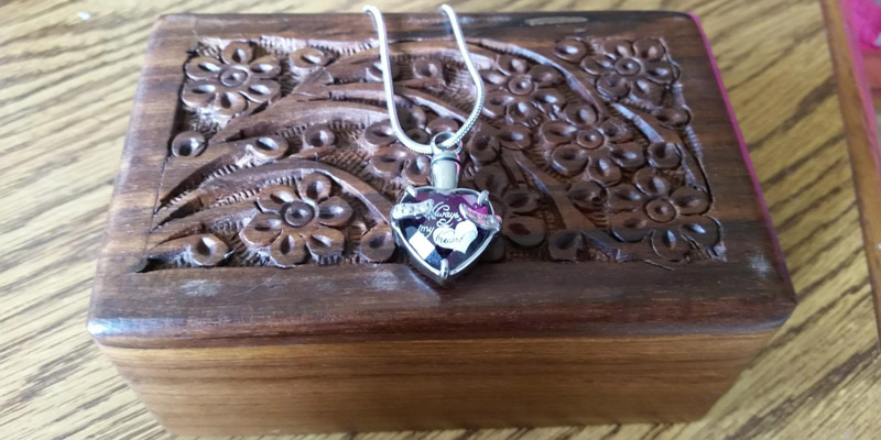 "Detailed review of Infinity Keepsakes ""Always in my Heart"" Cremation Urn Necklace"