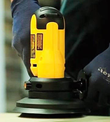 Review of DEWALT DWE6401DS 5-Inch VS Disc Sander with Dust Shroud