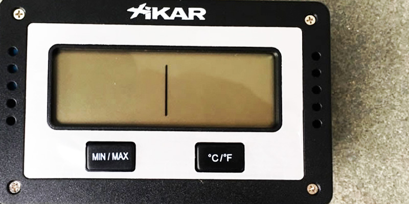 Xikar Rectangular Digital Hygrometer in the use
