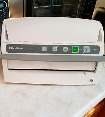 Review of FoodSaver V3240 Vacuum Sealing System with Starter Kit