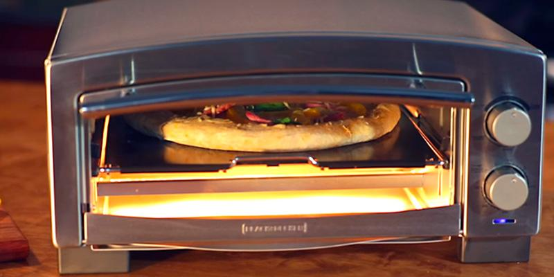 BLACK+DECKER 5-Minute Pizza Oven & Snack Maker in the use