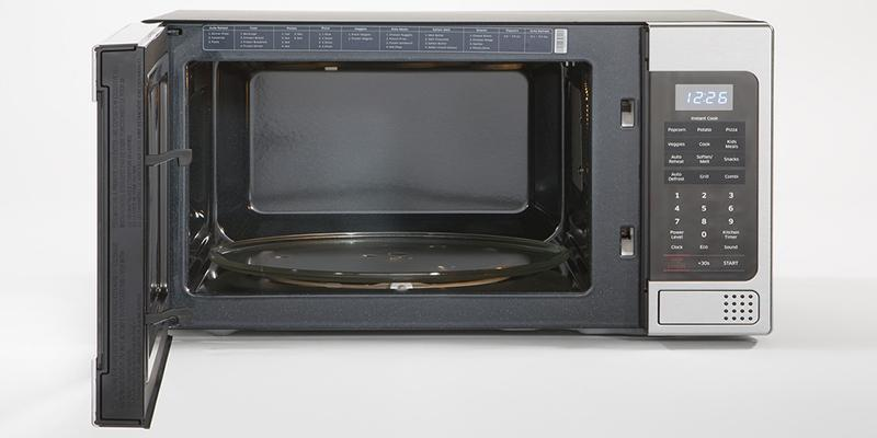 Samsung MG11H2020CT Counter Top Microwave in the use